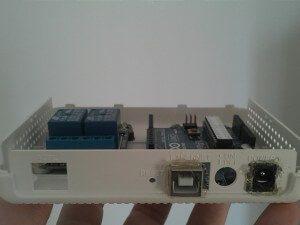 Vista posterior de la caja con ambas placas.